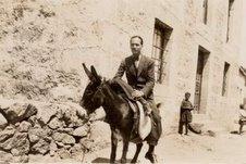 cernuda-en-las-misiones-pedagogicas-burgohondo-avila-julio-19321