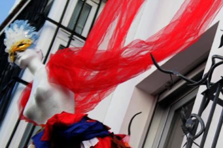mujerconalasrojasRota 2012 LGV