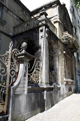 Perspectiva de la fachada de la casona de los Texeira y pensión de doña Mariana